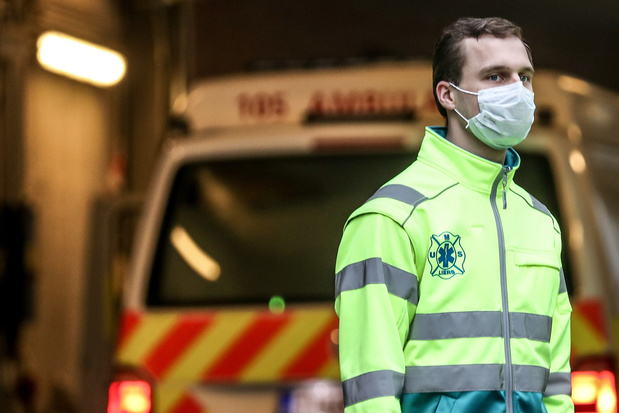 """Un médecin urgentiste : """"je ne supporte pas les gens qui applaudissent les soignants"""""""