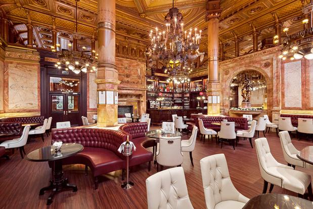 Le mythique Hôtel Métropole à Bruxelles, achevé par le coronavirus