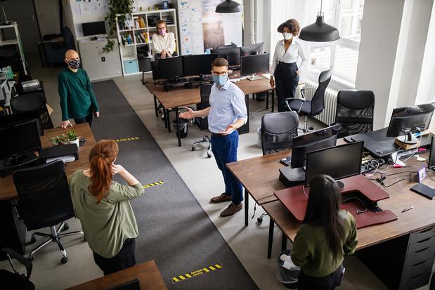 Covid: les entreprises belges un peu plus attentistes face au virus que la moyenne, selon une étude