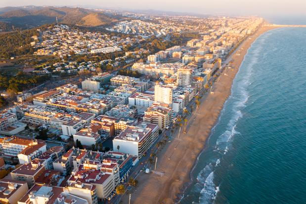 Les villes côtières d'Espagne se barricadent pour empêcher l'arrivée de touristes