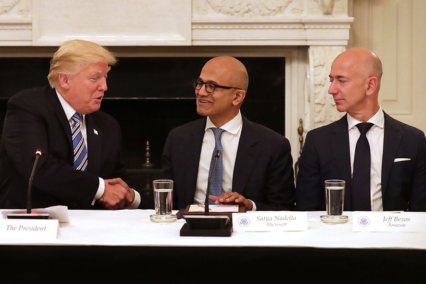 Amazon exige des réponses de Trump sur un mégacontrat de 10 milliards de dollars attribué à Microsoft