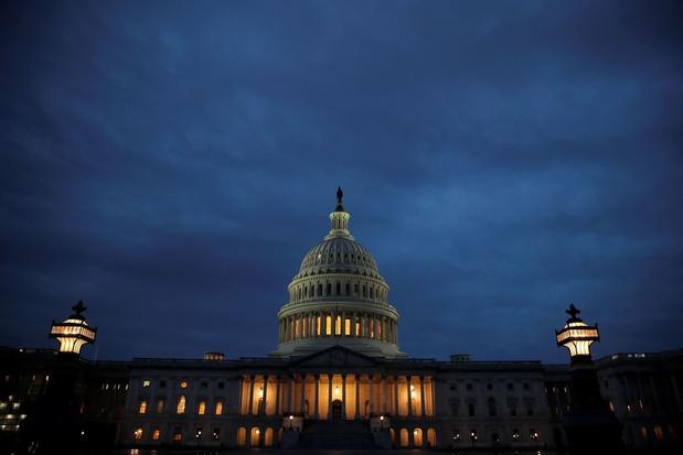 Le Congrès adopte un nouveau plan d'aide tandis que les Américains restent divisés face au confinement