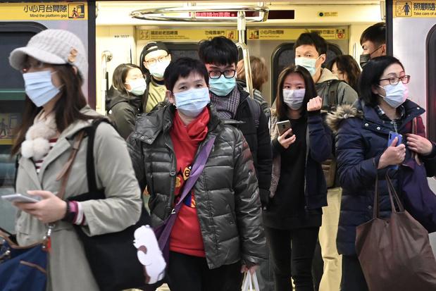 """Coronavirus: L'OMS s'attaque à l'""""infodémie massive"""" liée au coronavirus"""