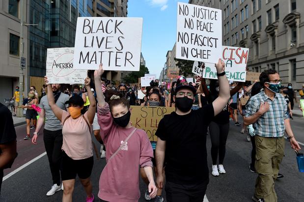 Black lives matter : est-il sûr de manifester en pleine pandémie ?