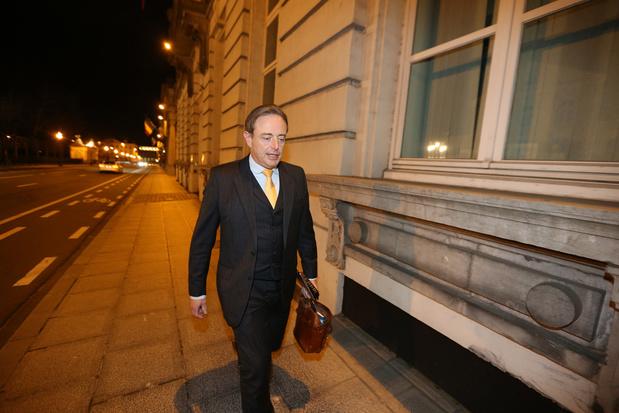 Coronavirus :  De Wever appelle au couvre-feu et à l'interdiction de rassemblement