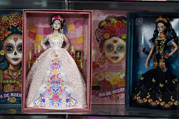 """Au Mexique, la Barbie """"squelette"""" s'impose mais fait grincer des dents"""