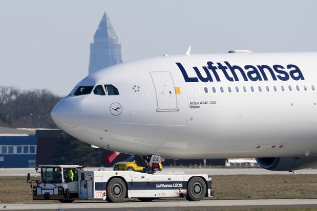 """Coronavirus: Lufthansa """"proche"""" d'un accord pour une aide de l'Etat allemand"""