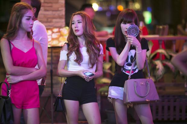 Prostitution: les travailleuses et travailleurs du sexe, victimes collatérales du coronavirus en Thaïlande