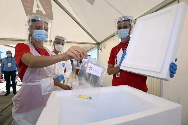 Coronavirus : le nombre des nouveaux cas ralentit un peu mais celui des décès augmente