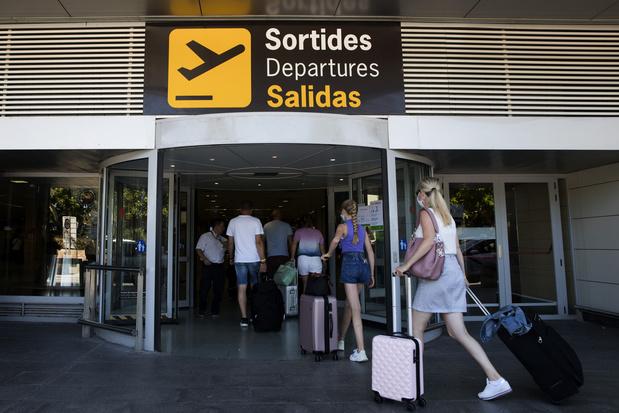 Ni vaccination ou test négatif exigés pour les Flamands, pour entrer en Espagne (contrairement aux Wallons et Bruxellois)