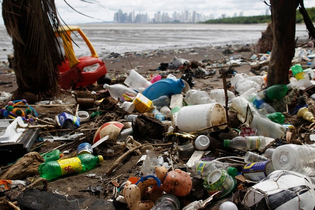 Où disparaît la majorité invisible du plastique des océans?