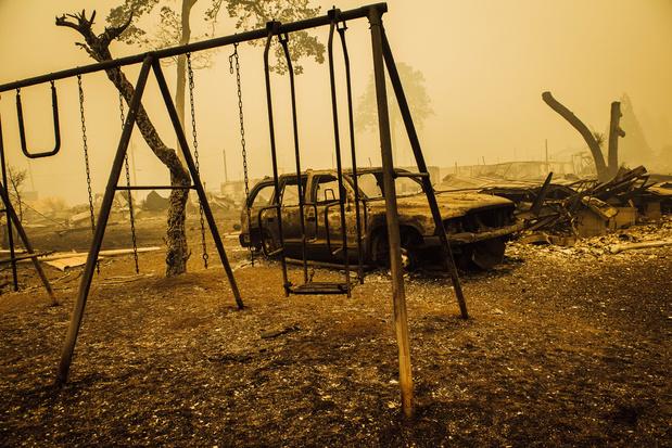 Incendies aux USA : une douzaine de morts et des milliers d'évacués