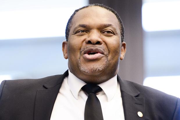 Le député cdH Bertin Mampaka passe au MR