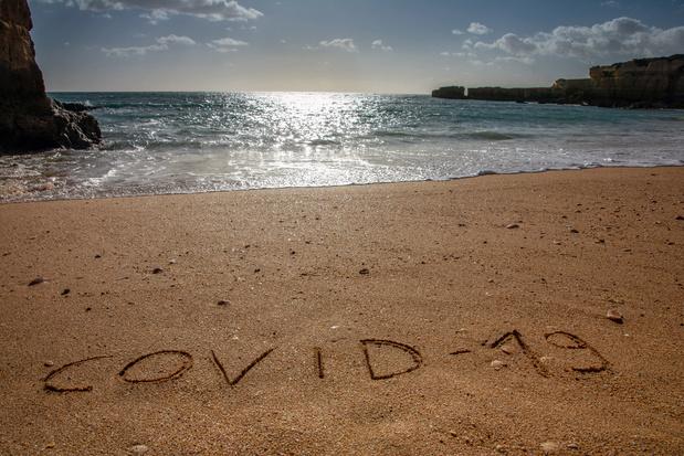 Risque de contamination très faible via le sable ou l'eau de mer