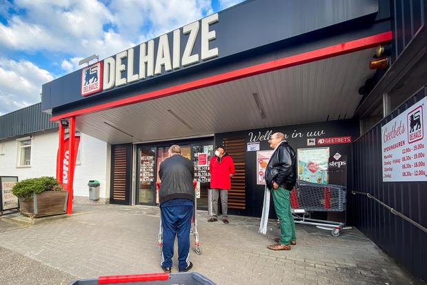 Deux magasins Delhaize toujours fermés jeudi matin
