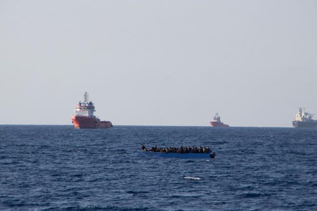 La situation d'un navire de sauvetage au large de l'Italie s'aggrave