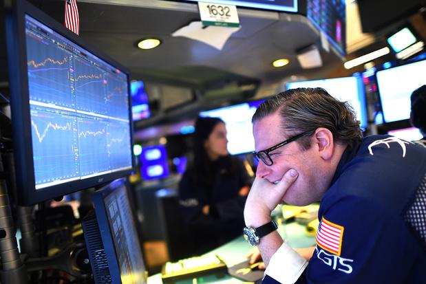 Acculés par le coronavirus, les marchés cèdent à la panique