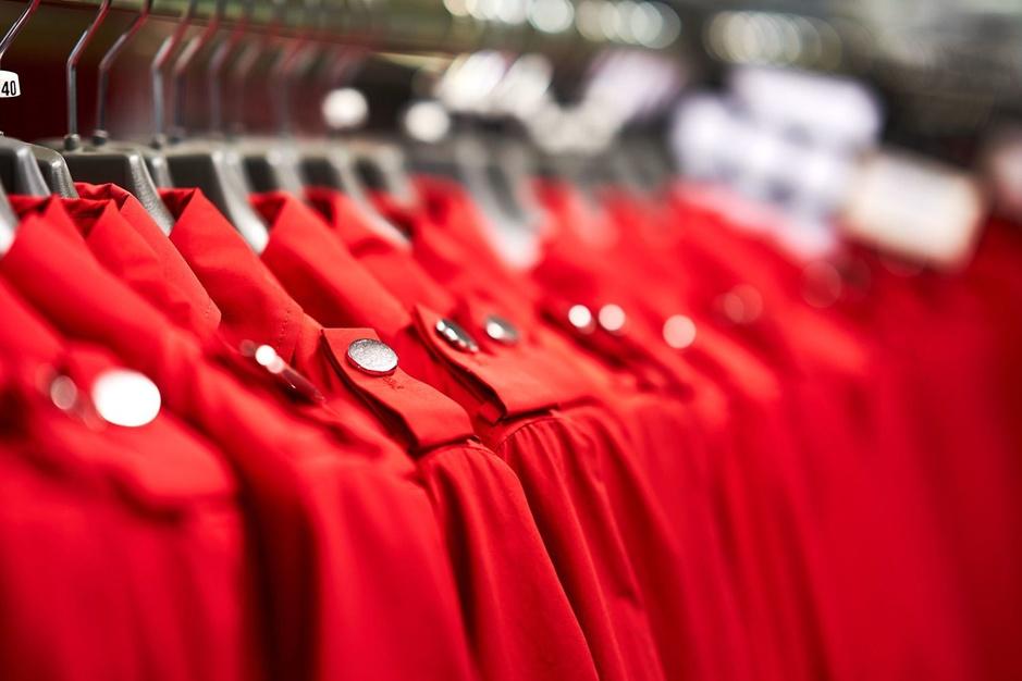 Dans les coulisses de la fabrication des uniformes d'hôtesses de l'air