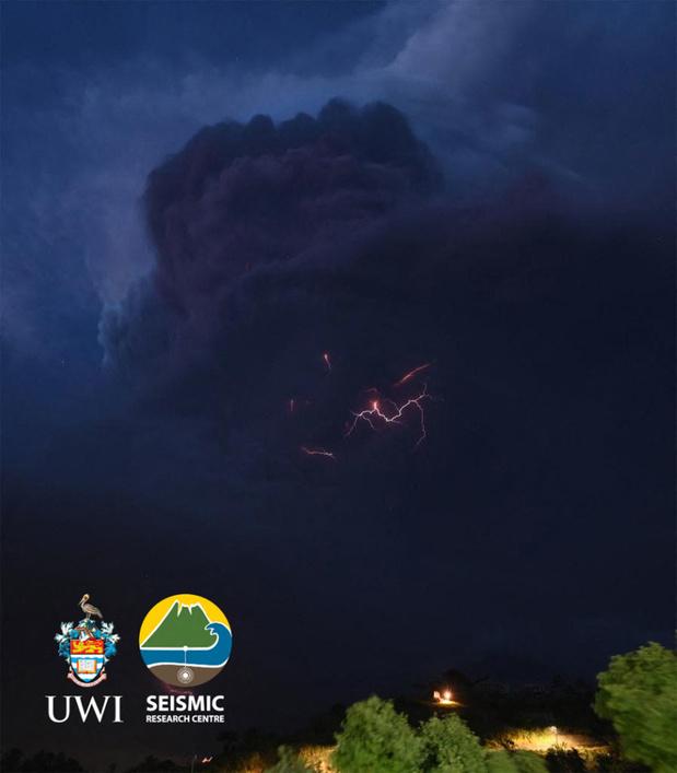 Duizenden inwoners geëvacueerd na vulkaanuitbarsting op Saint Vincent