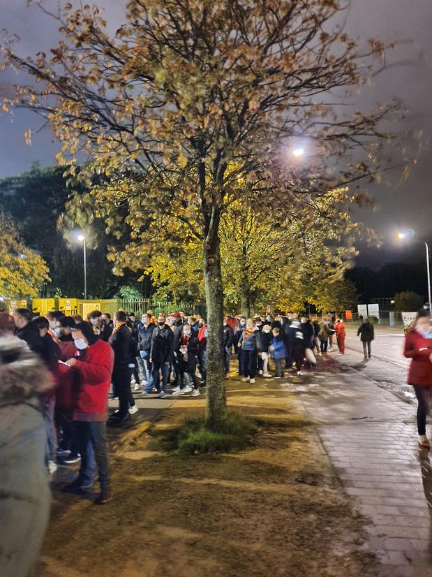 Attroupements, files interminables: la gestion surréaliste du flux des supporters des Diables au stade Roi Baudouin