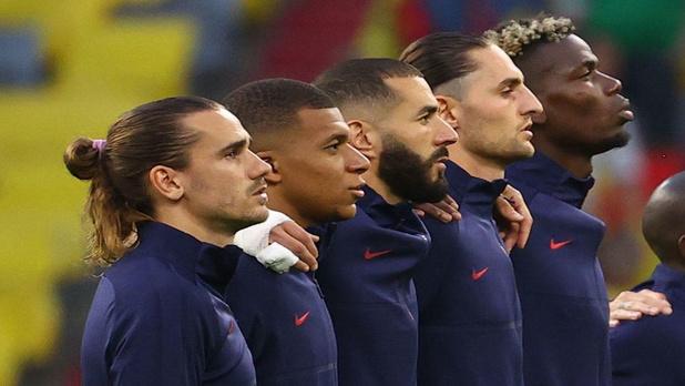 Football : la France voulait poser le genou à terre, elle ne l'a finalement pas fait