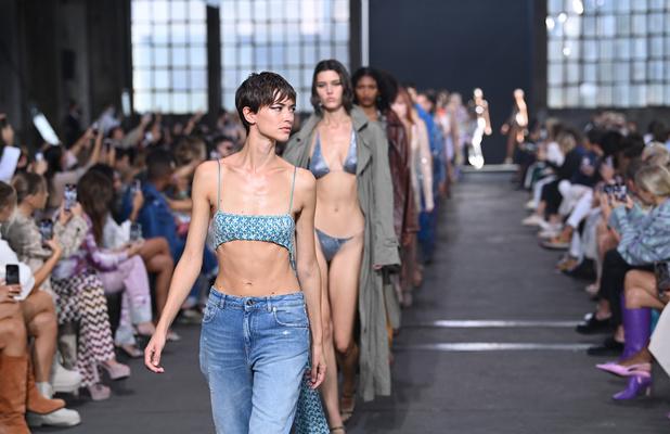 Retour de l'injonction à la minceur, mode sexy et autres tendances: Ce qu'il faut retenir de la Fashion week de Milan