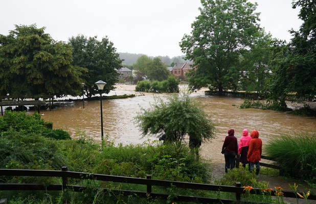 Et maintenant...: Comment venir en aide aux victimes des inondations en Belgique