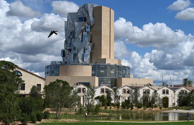 Une tour signée Frank Gehry sort du sol à Arles, un véritable écosystème dédié à la création (en images)