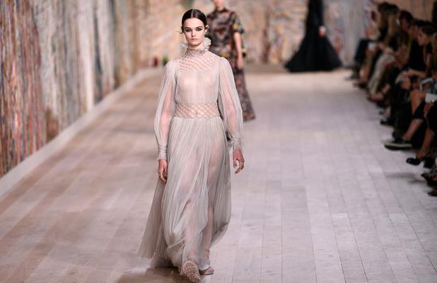 La matérialité au coeur du défilé haute couture de Dior
