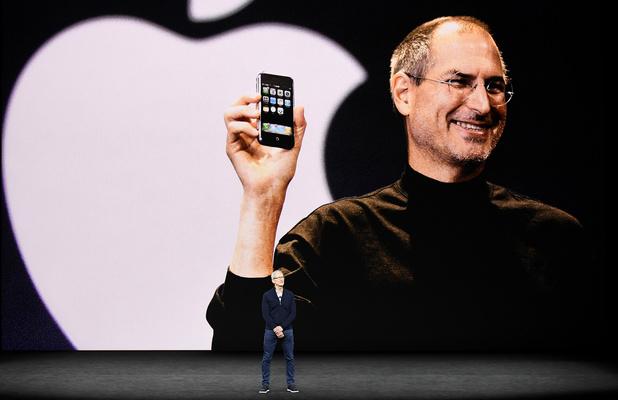 Dix ans après la disparition de Steve Jobs: Apple, de la magie à la machine à profits