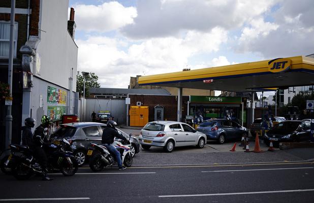 Pénurie de carburants: le Royaume-Uni décide de déployer l'armée