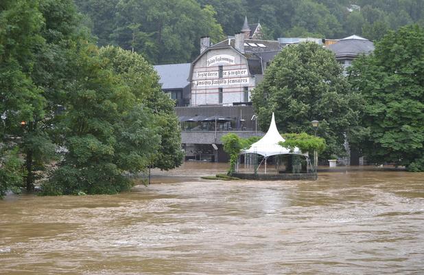 La très touristique petite ville de Durbuy sous les eaux
