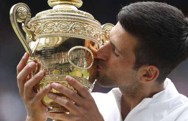 Wimbledon: Djokovic s'offre Wimbledon et égale Federer et Nadal avec 20 titres en Grand Chelem