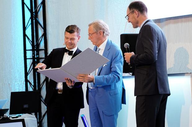 Willy Naessens opent nieuw bedrijfsgebouw EFFIX Group in Groenbek Waregem
