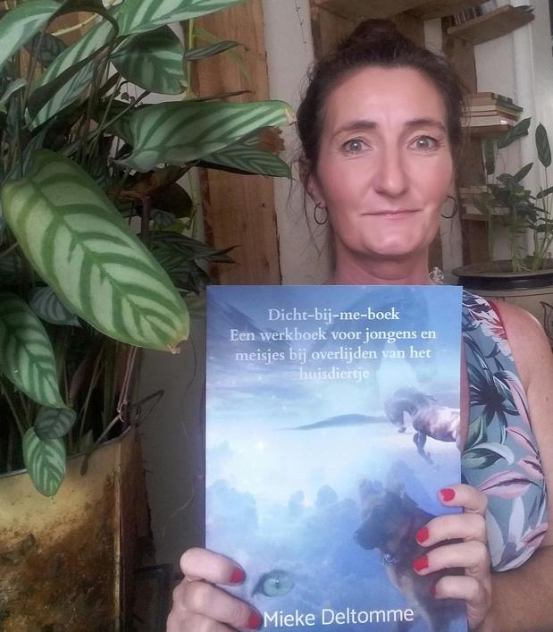 """Mieke schrijft boek voor kinderen die rouwen om dieren: """"Er is duidelijk nood aan"""""""