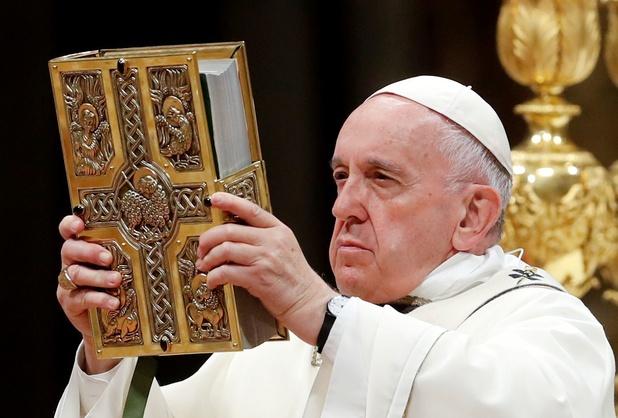 """Veillée pascale: le pape appelle à """"ne pas enterrer l'espérance"""""""