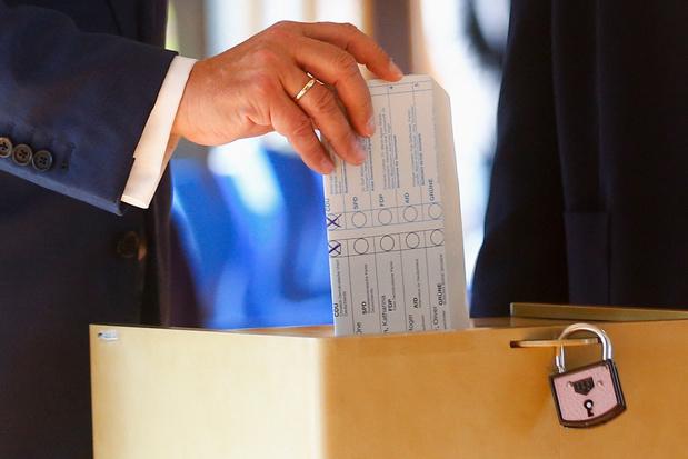 Le candidat conservateur allemand commet une bourde en votant