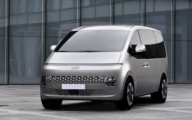 Le Hyundai Staria invite jusqu'à 11 personnes à son bord
