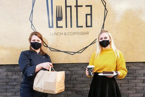 Automaten met dagverse schotels en salades bij food & coffeebar Vehta