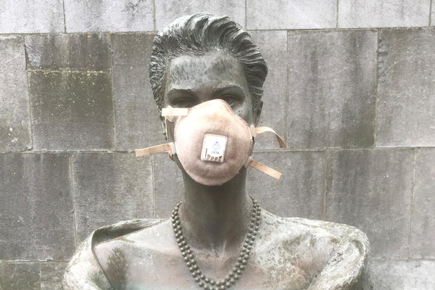 Ook borstbeeld van prinses Grace van Monaco kreeg mondmasker
