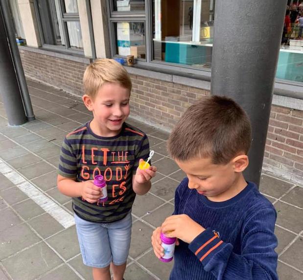 Bubbels en bubbels in de Zonnebloem in Ardooie