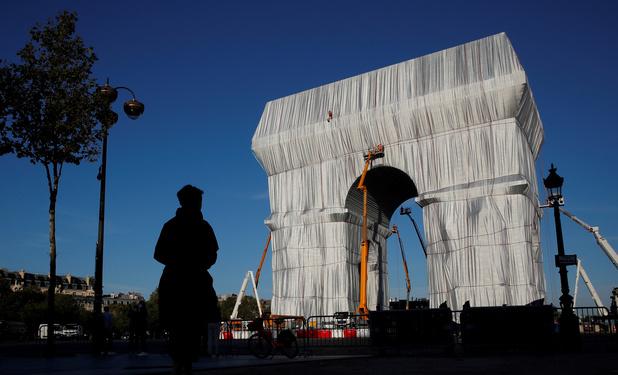"""L'Arc de Triomphe parisien empaqueté, le """"rêve fou"""" et oeuvre posthume de Christo"""