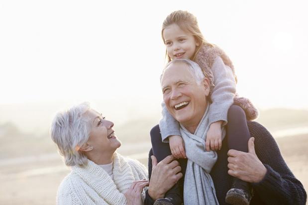 Les grands-parents peuvent à nouveau garder leurs petits-enfants, sous conditions