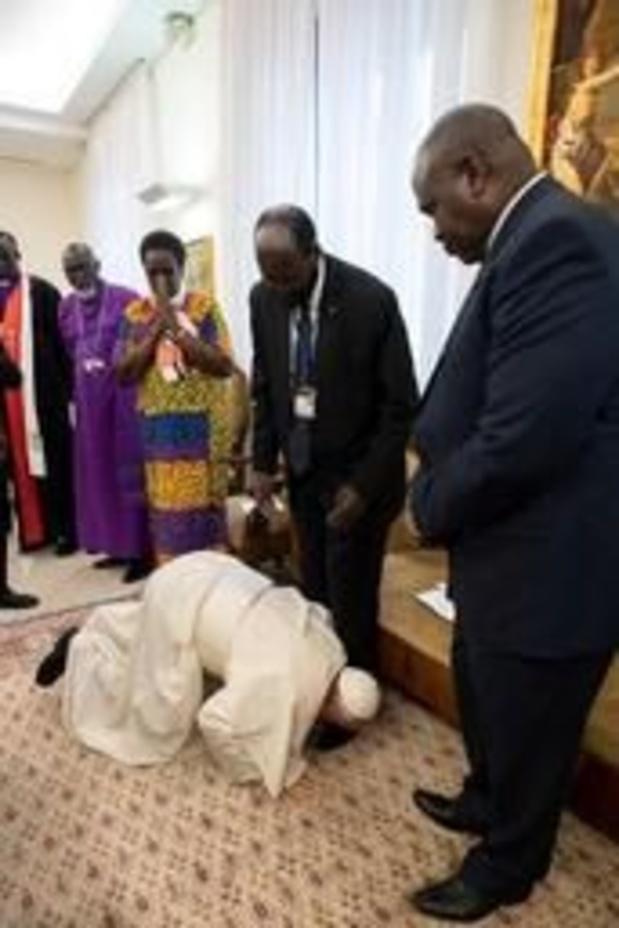 Le Vatican explique le geste fort du pape avec les leaders du Soudan du sud