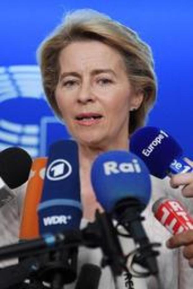 """Von der Leyen op charmeoffensief in """"het hart van de Europese democratie"""""""