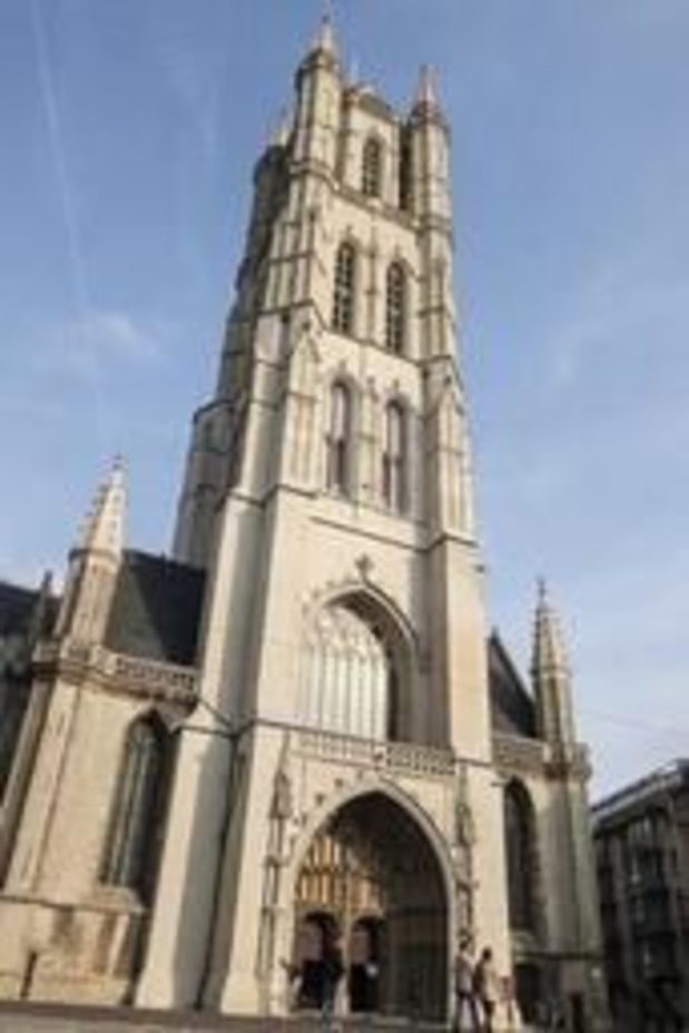 """Incendie à Notre-Dame de Paris: un """"avertissement"""" pour les autres lieux de culte"""