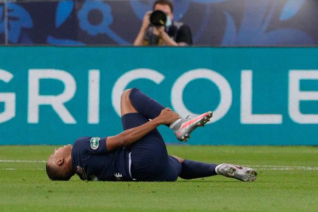 Paris Saint-Germain wint Franse beker, maar verliest geblesseerde Mbappé