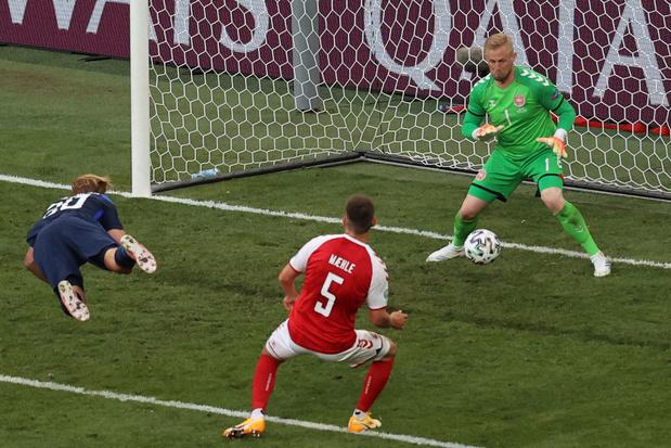Finland wint van 'emotioneel leeggezogen' Denemarken - malaise van Eriksen overschaduwt wedstrijd