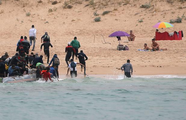 """""""Ces migrants qui gâchent nos vacances"""": l'indécence à son comble"""