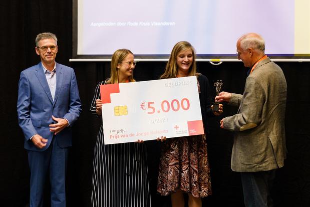Anne-Sophie Vandenecker en Eline Daelemans ontvangen Prijs van de Jonge Huisarts